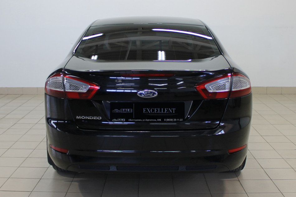 Ford_Mondeo_G45737